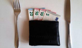 Pinjam Uang di Bank? Cari Tahu Kekurangan dan Kelebihannya agar Tidak Menyesal